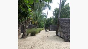 Des lodges déserts a Nosy Iranja, à Madagascar. La crise sanitaire a gravement impacté le tourisme.