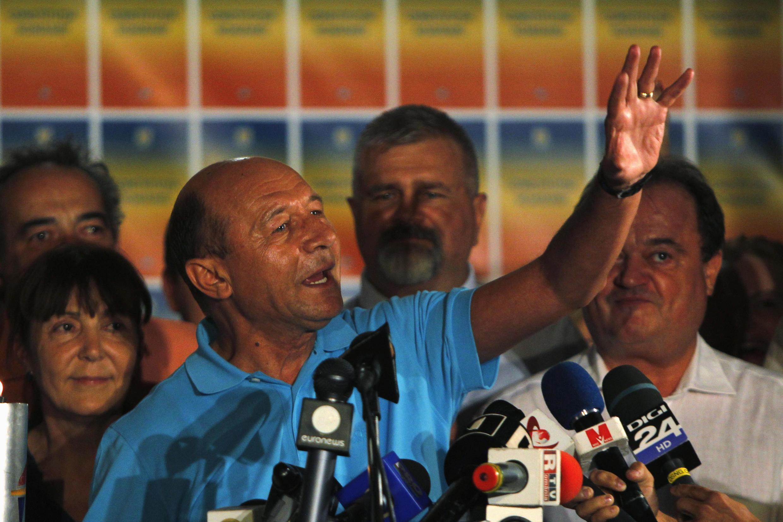 Traian Basescu fête les premiers chiffres du taux de participation au référendum qui en invalideraient le résultat, le 29 juillet 2012.