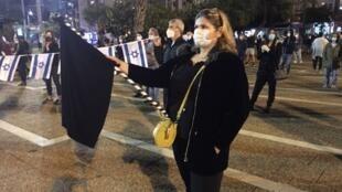Manifestantes em Telavive contra governo de união entre Netanyahou e Benny Gantz