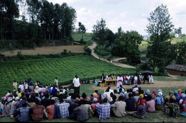 Une «gacaca» au Rwanda en 2003 dans le village de Gotovo.