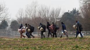 Di dân tìm đường sang Hy Lạp. Ảnh tại vùng Pazarkule biên giới giữa Hy Lạp với Thổ Nhĩ Kỳ, ngày 04/03/2020.