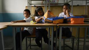 Merenda na escola é último recurso para algumas famílias.