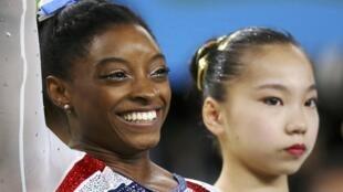 Ngôi sao thể dục nghệ thuật Mỹ Simone Biles đoạt bốn huy chương vàng tại Rio 2016, vận động viên Trung Quốc cùng môn Uông Diên - Wang Yan chỉ giành được một huy chương đồng.