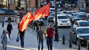 Сторонники кандидата от КПРФ Андрея Ищенко на улице Владивостока, 17 сентября 2018.