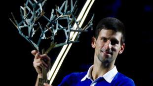 O tenista sérvio Novak Djokovic venceu pela quarta vez o Master Series de Paris, neste domingo (8).