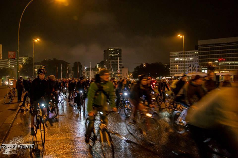 Une vague de vélos dans Berlin pour réclamer plus d'espace pour les cyclistes.