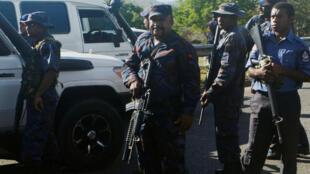 La police de Papouasie Nouvelle Guinée lourdement armée à Port Moresby, le 8 juin 2016. (Photo d'illustration)