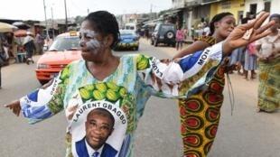 Des sympathisants de Laurent Gbagbo célèbrent son acquittement le 15 janvier 2019.