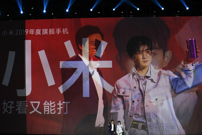 小米宣傳海報上的雷軍與王源。