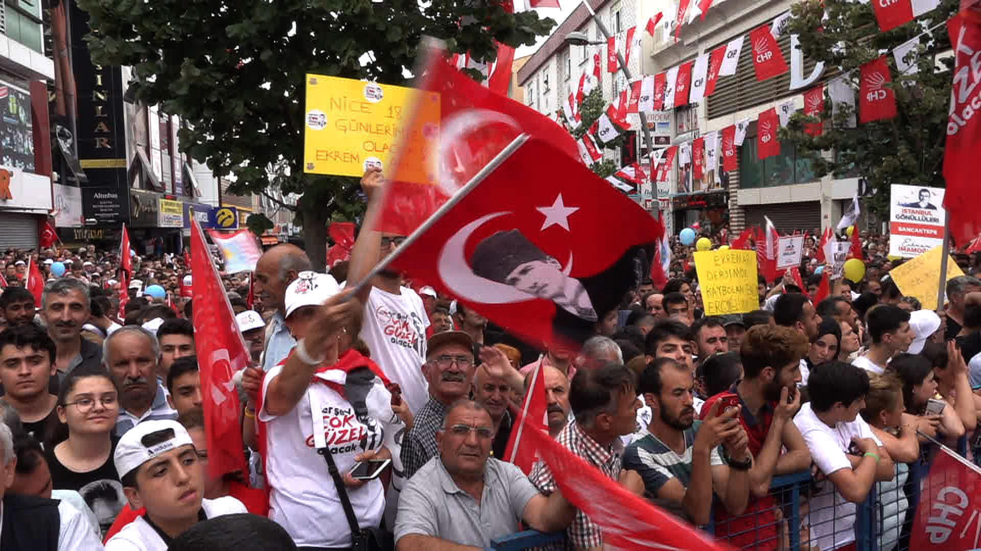 Thousands turn out in their thousands to see opposition candidate Ekrem Imamoglu across Istanbul