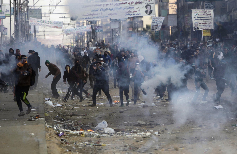 """در گیری طرفداران محمد مرسی با پلیس درمحله """"نصر"""" قاهره"""