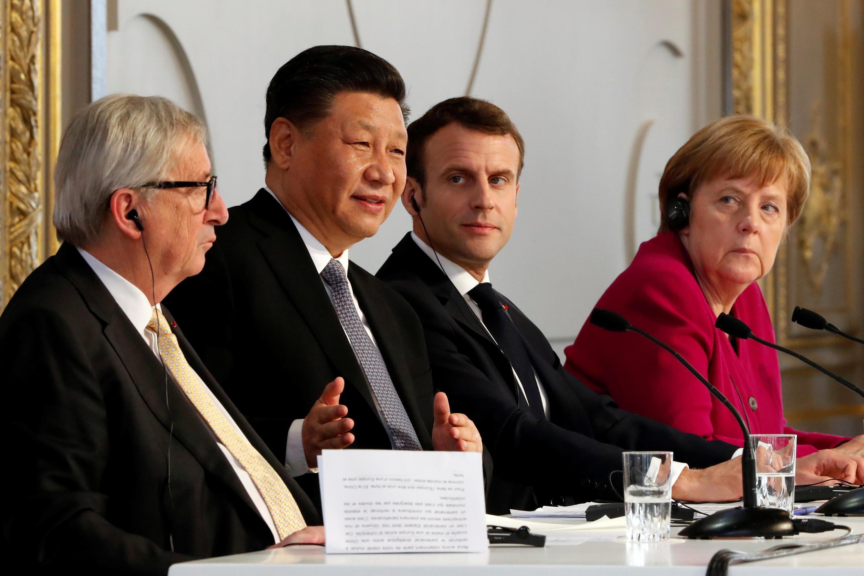 O Presidente francês Macron no Eliseu, com o homólogo chinês, Xi Jinping, a chanceler alemã, Angela Merkel e o presidente da comissão europeia, Juncker.