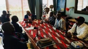 Enregistrement du Débat africain à Kinshasa avec Jean Kalala Goubald, Alain Foka, Mwene Batende,  Alexis Thambwe, Patrick Kamoto et Emmanuel Mouteneboua Mwazila.
