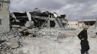 Cирийский город Бабила после, как утверждают местные активисты, авиаударов, нанесенных российскими бомбардировщиками.