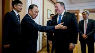 Ngoại trưởng Mike Pompeo (P) cùng ông Kim Yong Chol, lãnh đạo Ủy Ban Thống Nhất của Bắc Triều Tiên, Bình Nhưỡng, 6/7/2018.