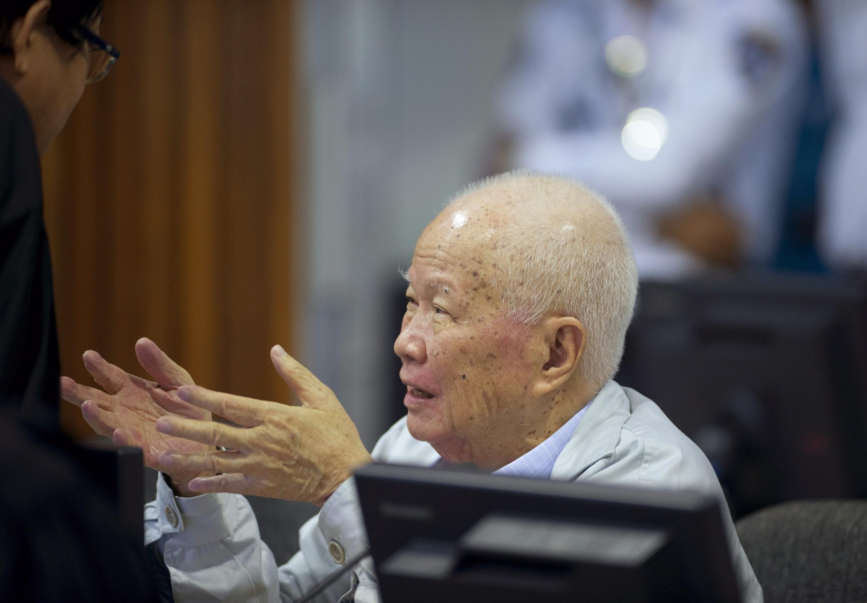 L'ancien chef de l'Etat du «Kampuchéa démocratique» Khieu Samphan, 82 ans, au tribunal spécial parrainé par l'ONU. Phnom Penh, le 16 octobre 2013.