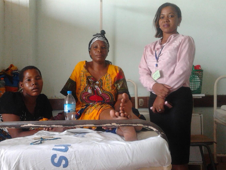 Esther Jonas mama wa marehemu Yohana Bahati, mlemavu wa ngozi aliye uawa. Mama huyu yuko katika hospitali ya Bugando Referal Mwanza, Machi 11 mwaka 2015.