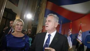 Le président serbe Tomislav Nikolic et son épouse Dragica, lors de la cérémonie d'investiture, à Belgrade, le 11 juin 2012.