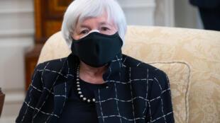 La secretaria del Tesoro estadounidense, Janet Yellen, dijo el lunes que Estados Unidos presionará a sus socios del G20 para que adopten una tasa impositiva mínima a la renta empresarial.