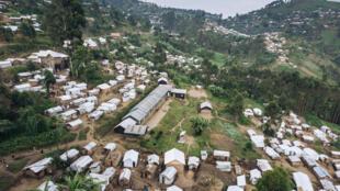 Vista aérea del campo de desplazados internos de Kalinga, que acogía a 8.668 personas que huyeron de la violencia entre grupos armados, el 15 de enero de 2020 en la zona de Masisi, al este de la República Democrática del Congo