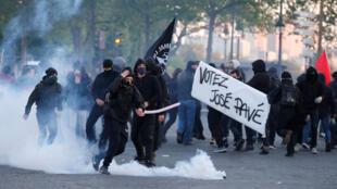 Manifestantes enfrentaram a polícia nas ruas de Paris