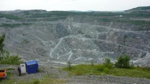 Une mine d'amiante dans la ville d'Asbestos au Québec.