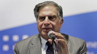 Ratan Tata va céder sa place à Cyrus Mistry à la tête de l'empire industriel indien Tata, vieux de 144 ans.