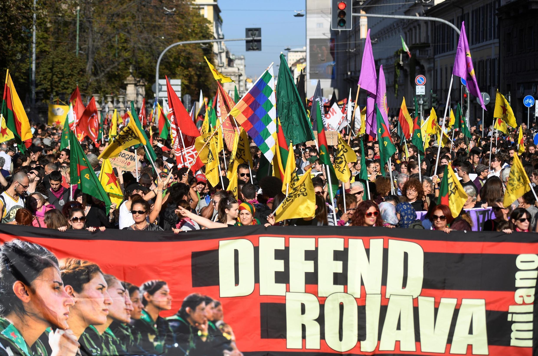 Em Milão, italianos protestam a favor dos curdos (26/10/2019)