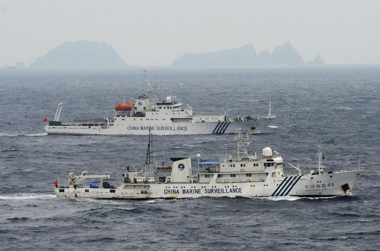 Ảnh từ trên không cho thấy các tàu hải giám Trung Quốc số 49 và 50 đang tiến gần Senkaku, 23/04/2013