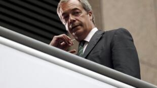 Nigel Farage, líder do UKIP que fez campanha pelo Brexit, deixa o partido