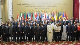 """Delegações presentes na """"Conferência dos Amigos da Líbia"""" em Paris no dia 1 de Setembro de 2011"""