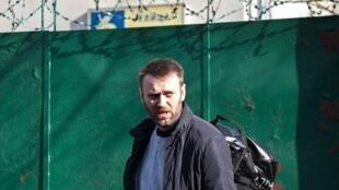 L'opposant Alexei Navalny à sa sortie du centre de détention à Moscou, en mars 2015.