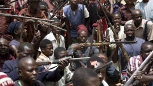 Des habitants de l'Etat de Borno, au Nigeria, se sont regroupés en milice d'auto-défense pour lutter contre la menace de Boko Haram.