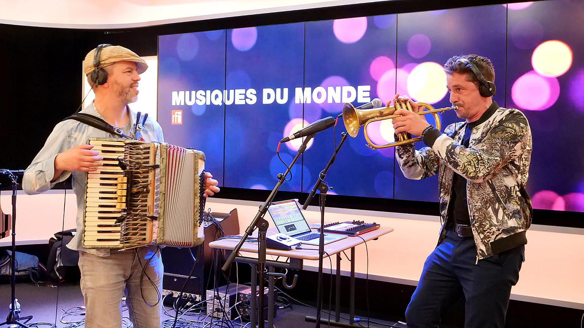 Fixi et Nicolas Giraud à RFI.