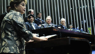 A presidente afastada Dilma Rousseff durante discurso desta segunda-feira (29) no Senado, em Brasília.
