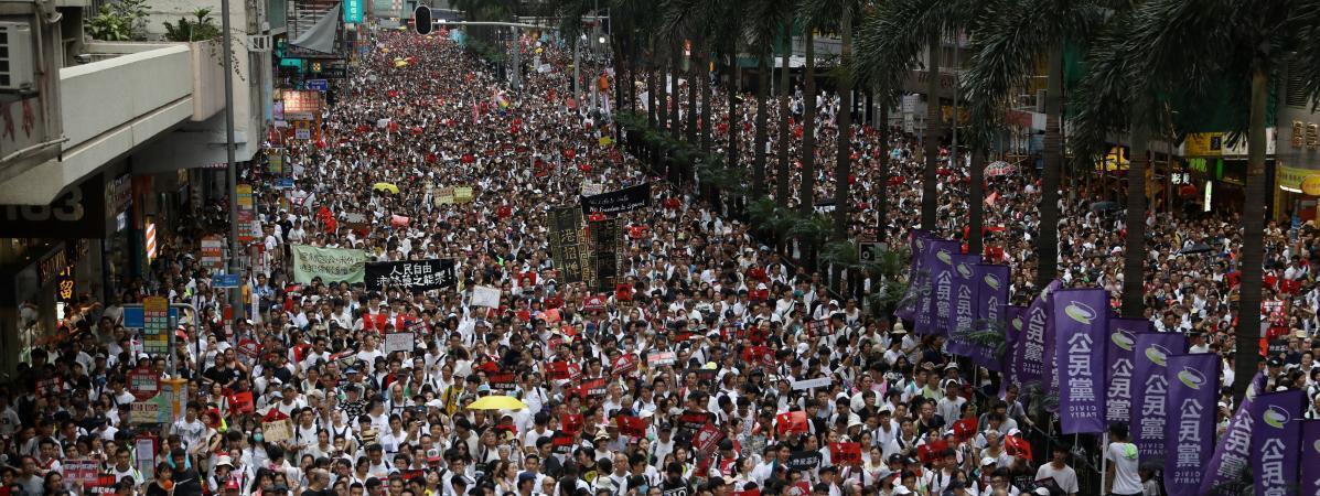 近百万香港人走上街头抗议即将修订的逃犯条例草案            2019年6月9日