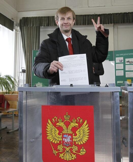 Евгений Урлашов голосует в Ярославле, апрель 2012.
