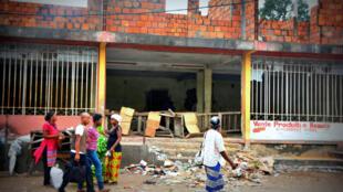 Les stigmates des manifestations des opposants à la réforme de la loi électorale étaient encore bien visibles, le 22 janvier 2015, à Kinshasa.