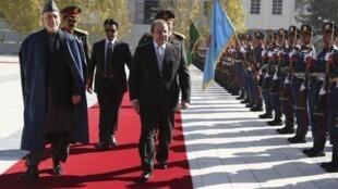 Hamid Karzaï (à g.) et le Premier ministre pakistanais Nawaz Sharif (centre), le 30 novembre à Kaboul.