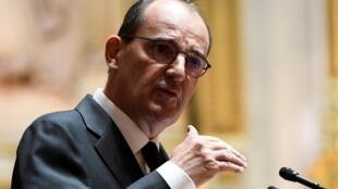 Le Premier ministre français Jean Castex annonçant l'obligation du port du masque dans les lieux publics clos au Sénat le 16 juillet 2020.