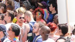 Gay Pride France Paris 2019 coeur La marche des fiertés avait pour principal objectif cette année de demander la «PMA pour toutes». le 29.06.2019