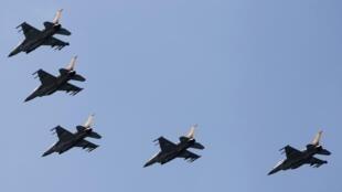 چند جنگنده اف - ١۶ اسرائیل