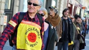 Part of the anti-nuclear human chain in Paris Saturday