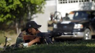 Un miembro de un grupo de autodefensa, después de haber tomado el control del pueblo de Paracuaro en el estado de Michoacán, este 4 de enero de 2014.