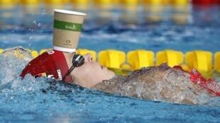 Чемпионат завершился, а это значит, что у спортсменов будет время спокойно выпить кофе, а не использовать стаканы из-под этого напитка в качестве разминочного снаряда, как немецкая пловчиха Дженни Менсинг