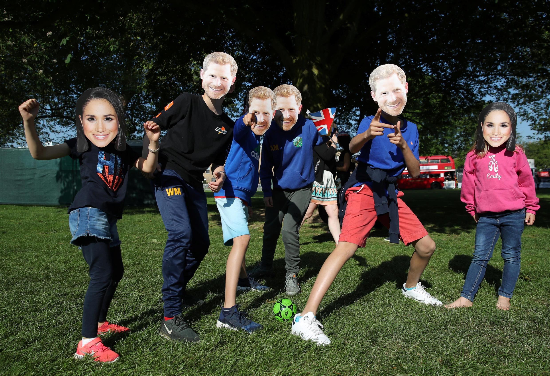 Britânicos festejam casamento de Harry e Meghan