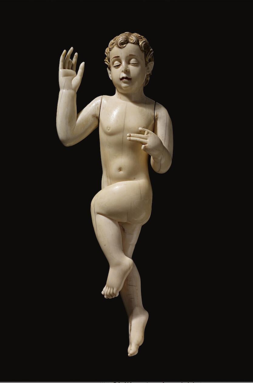 Niño Jesús esculpido en marfil, 1600-1700, en la región de Goa, India.