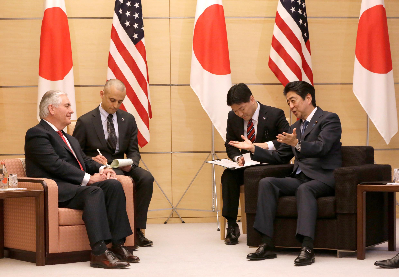 2017年3月16日美國務卿蒂勒森自日本開始他上任以來的首次亞洲之行,與日本首相安倍晉三會晤。。