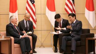 2017年3月16日美国务卿蒂勒森自日本开始他上任以来的首次亚洲之行,与日本首相安倍晋三会晤。。