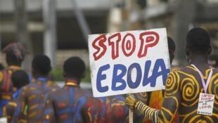 Epidemia do vírus Ebola já deixou mais de 2.900 mortos no oeste da África este ano.